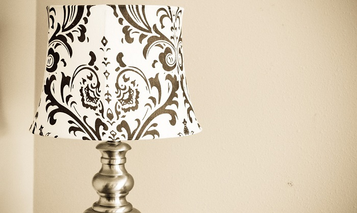 painting stripes and patterns on a lampshade