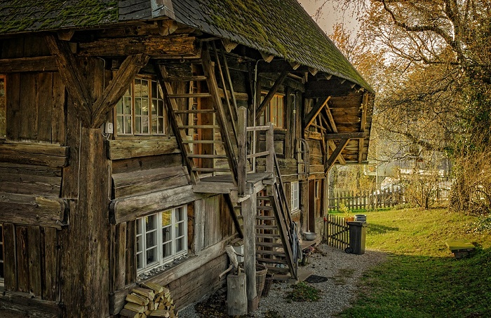 weatherproof a log cabin?