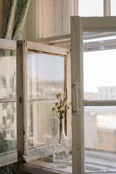 what paint to use for wooden window frames